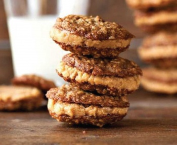 Oatmeal Sandwich Cookies with Creamy Peanut Butter Filling